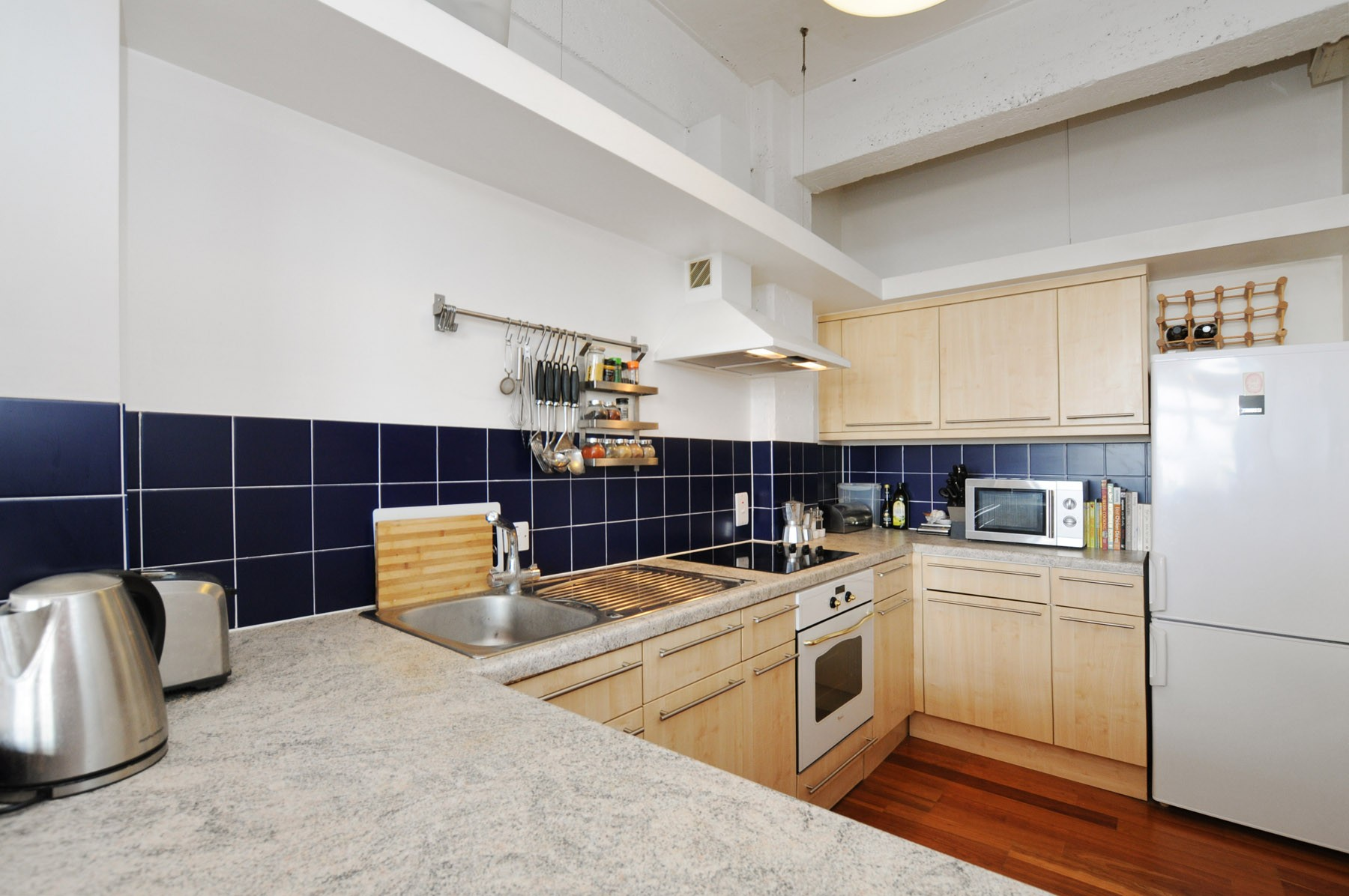 London Academic Apartment Rental - Kitchen